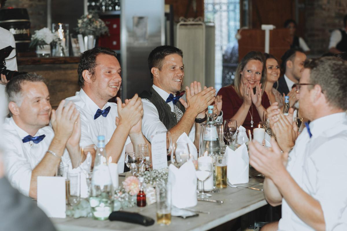Anne und Sven | Hochzeit mit freier Trauung auf der Wasserburg Geretzhoven - Fotografin Guelten Hamidanoglu Fotografie Koeln AS 19 502