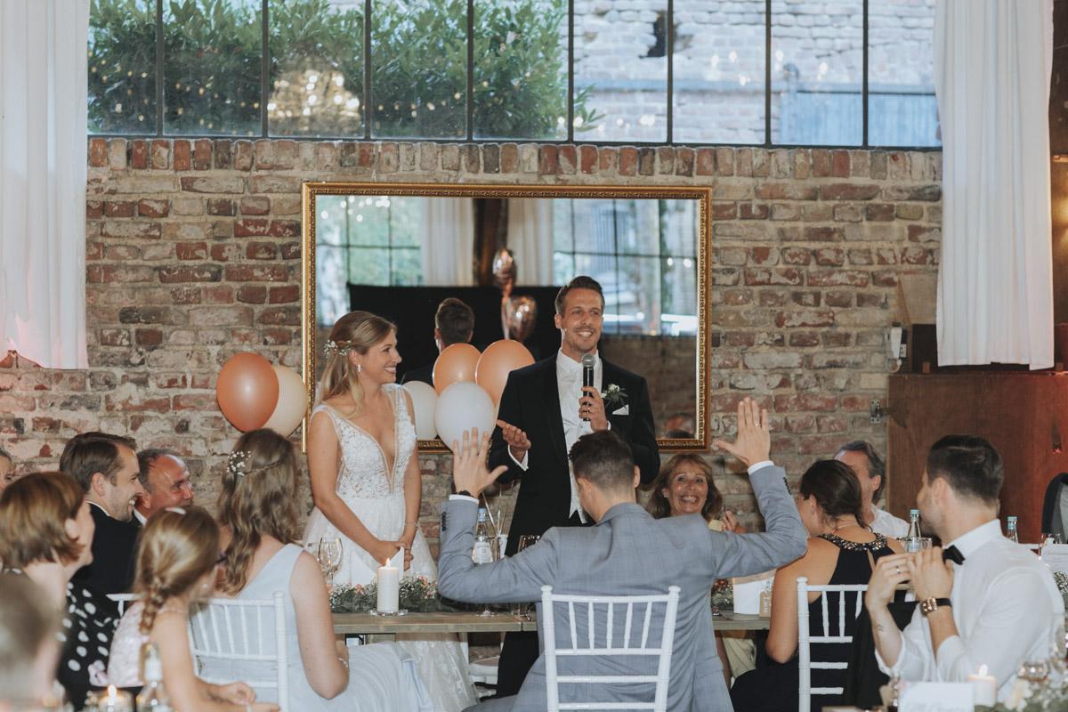 Anne und Sven | Hochzeit mit freier Trauung auf der Wasserburg Geretzhoven - Fotografin Guelten Hamidanoglu Fotografie Koeln AS 19 503