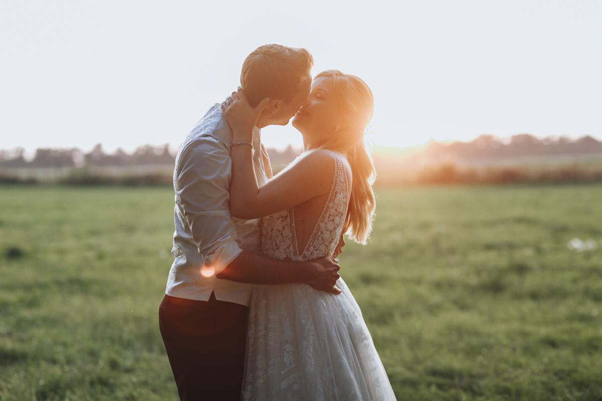 Anne und Sven | Hochzeit mit freier Trauung auf der Wasserburg Geretzhoven - Fotografin Guelten Hamidanoglu Fotografie Koeln AS 19 542