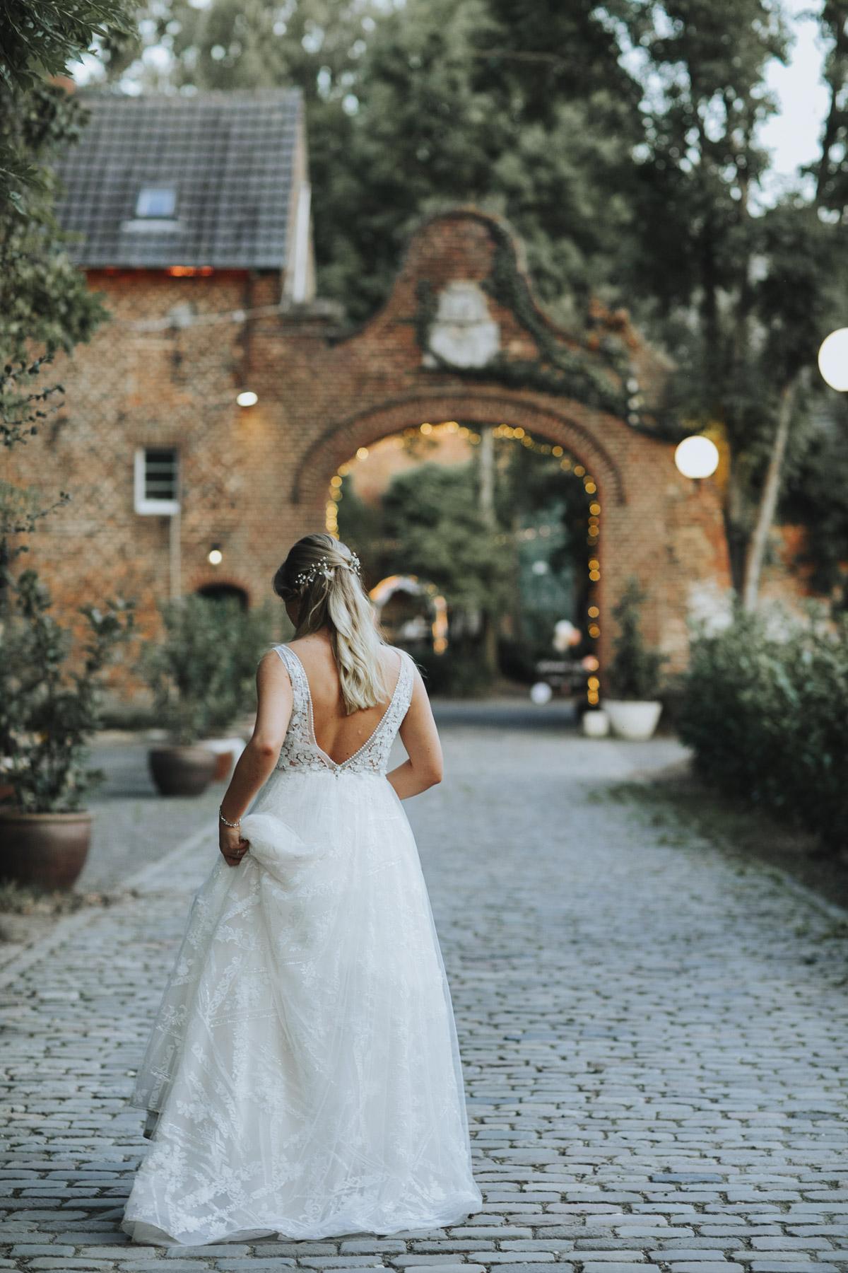 Anne und Sven | Hochzeit mit freier Trauung auf der Wasserburg Geretzhoven - Fotografin Guelten Hamidanoglu Fotografie Koeln AS 19 568