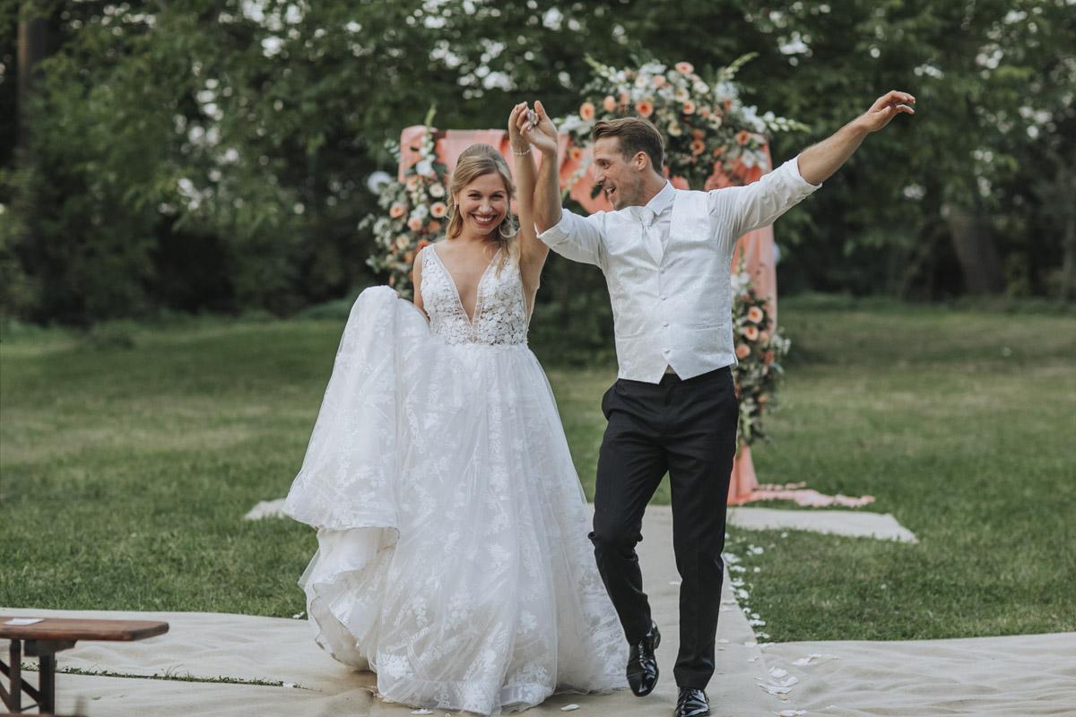 Anne und Sven | Hochzeit mit freier Trauung auf der Wasserburg Geretzhoven - Fotografin Guelten Hamidanoglu Fotografie Koeln AS 19 587