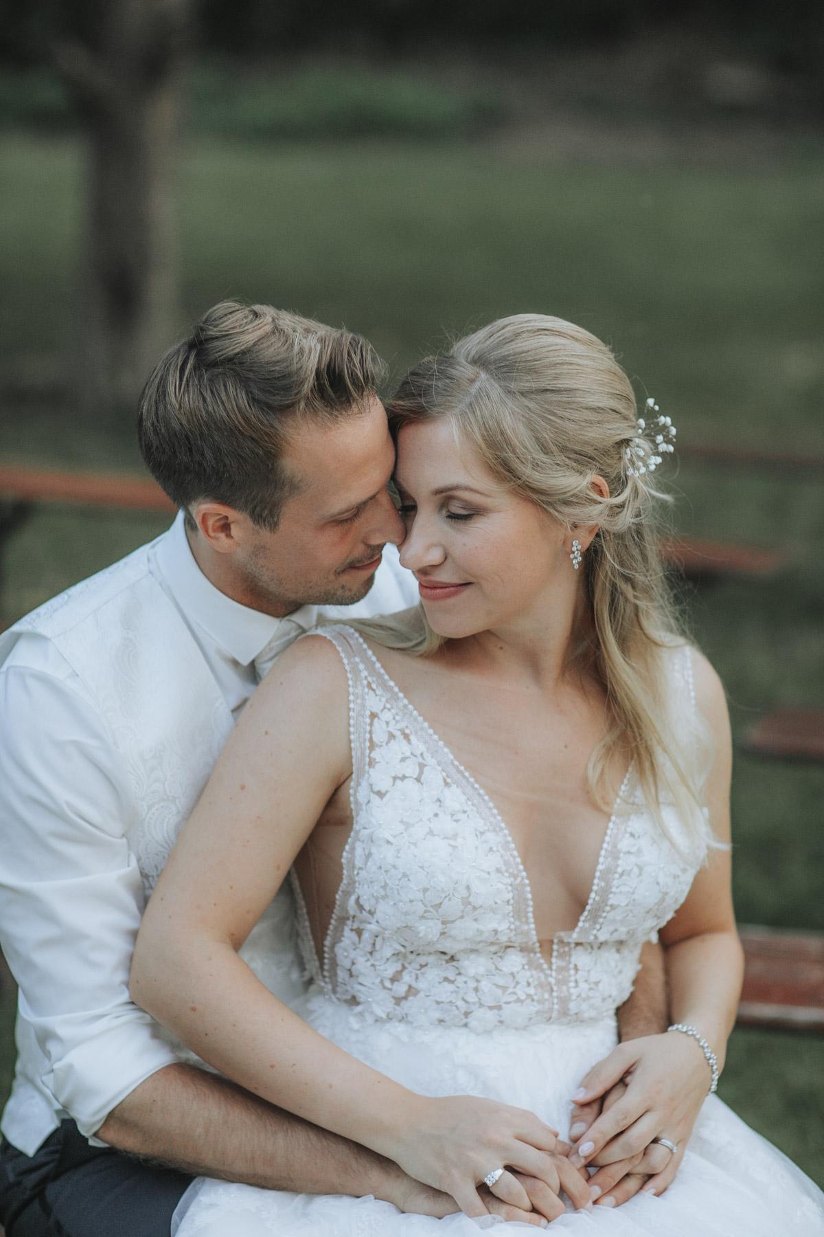 Anne und Sven | Hochzeit mit freier Trauung auf der Wasserburg Geretzhoven - Fotografin Guelten Hamidanoglu Fotografie Koeln AS 19 588