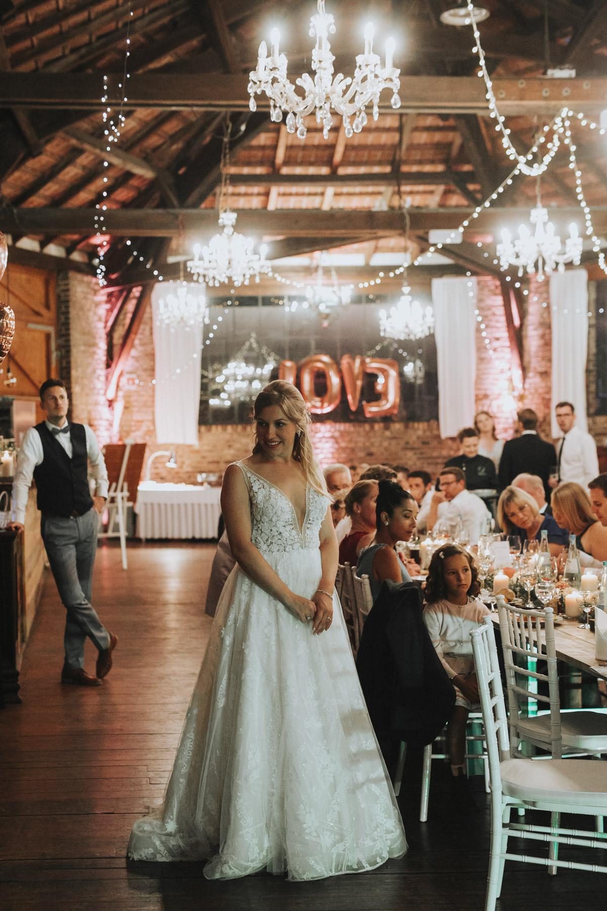Anne und Sven | Hochzeit mit freier Trauung auf der Wasserburg Geretzhoven - Fotografin Guelten Hamidanoglu Fotografie Koeln AS 19 597
