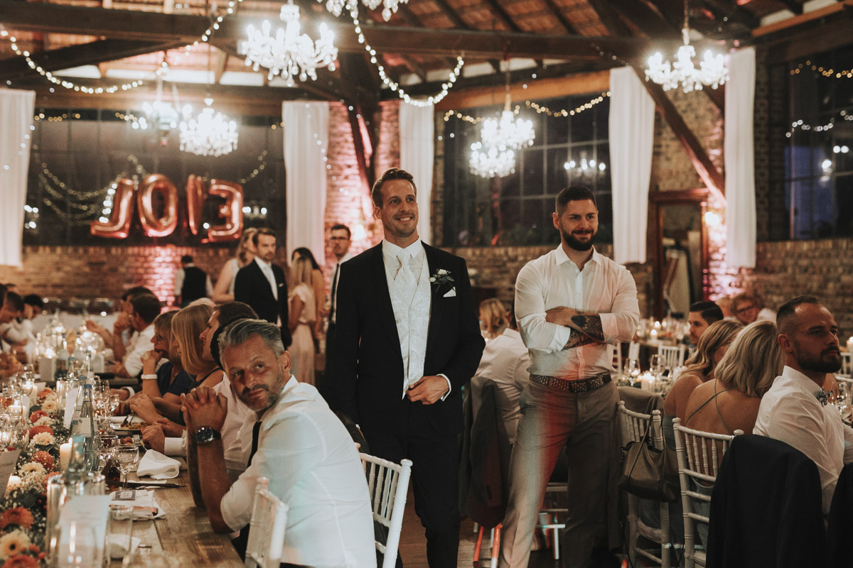 Anne und Sven | Hochzeit mit freier Trauung auf der Wasserburg Geretzhoven - Fotografin Guelten Hamidanoglu Fotografie Koeln AS 19 598