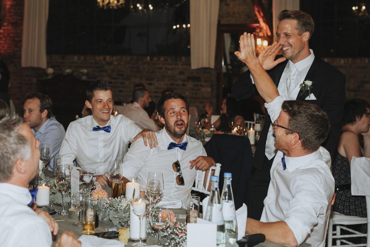 Anne und Sven | Hochzeit mit freier Trauung auf der Wasserburg Geretzhoven - Fotografin Guelten Hamidanoglu Fotografie Koeln AS 19 601