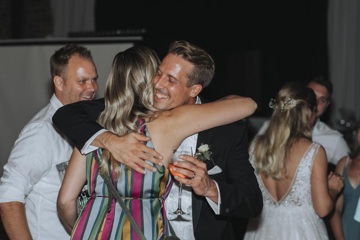 Anne und Sven | Hochzeit mit freier Trauung auf der Wasserburg Geretzhoven - Fotografin Guelten Hamidanoglu Fotografie Koeln AS 19 611