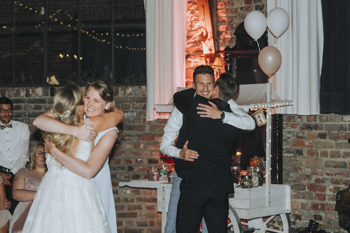 Anne und Sven | Hochzeit mit freier Trauung auf der Wasserburg Geretzhoven - Fotografin Guelten Hamidanoglu Fotografie Koeln AS 19 665