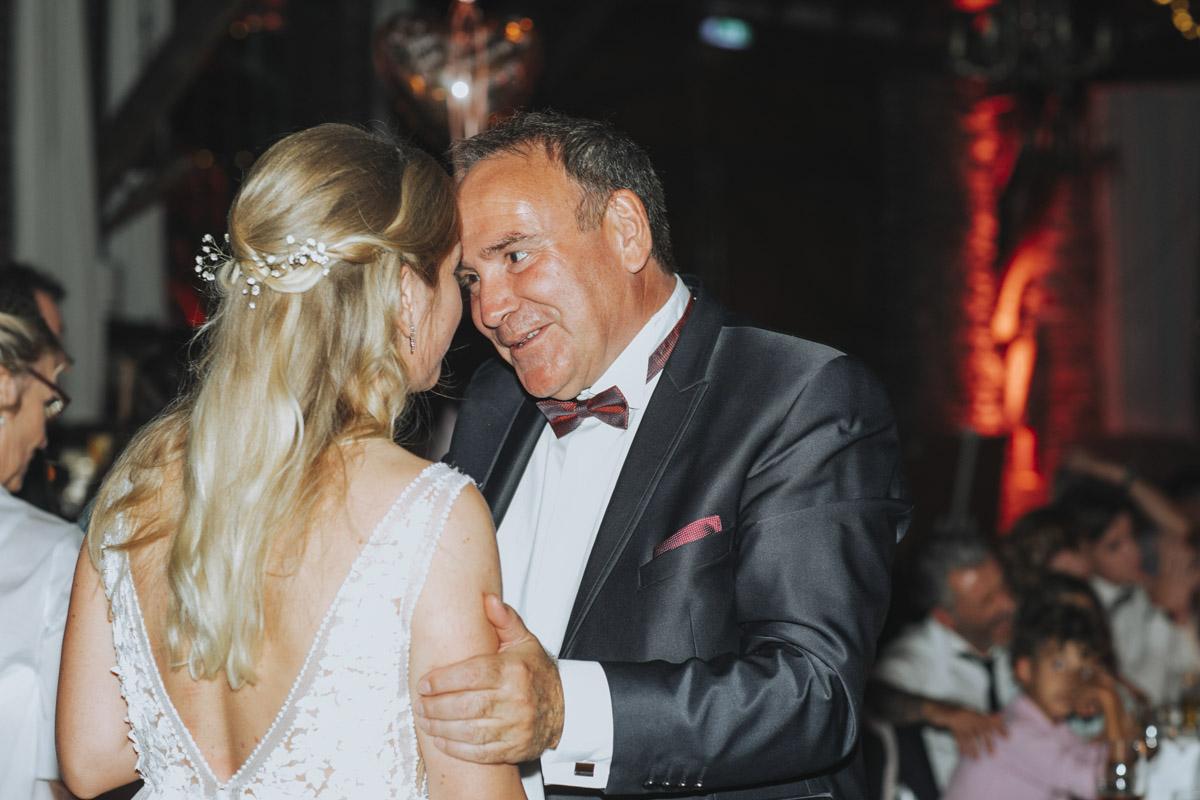 Anne und Sven | Hochzeit mit freier Trauung auf der Wasserburg Geretzhoven - Fotografin Guelten Hamidanoglu Fotografie Koeln AS 19 667
