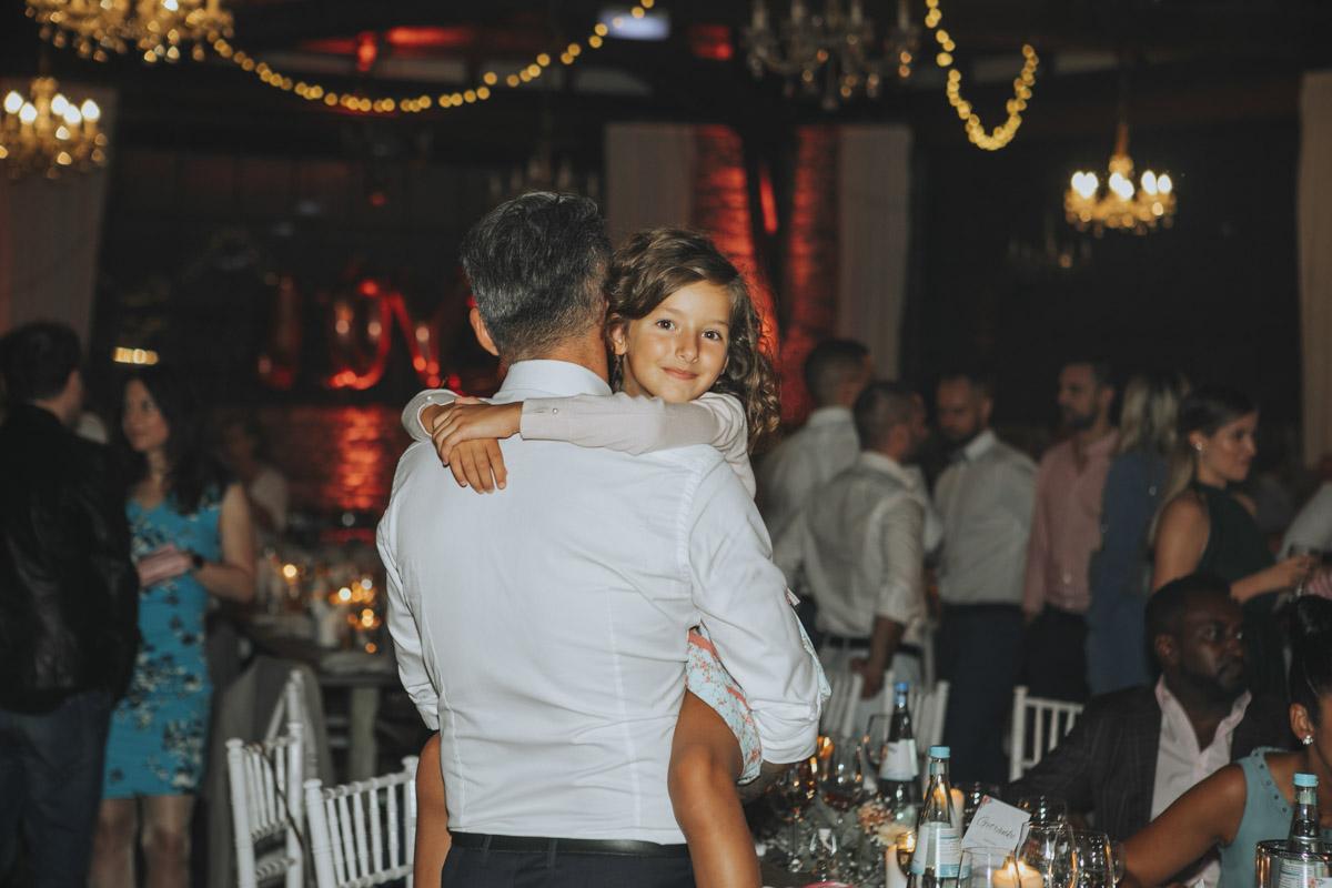 Anne und Sven | Hochzeit mit freier Trauung auf der Wasserburg Geretzhoven - Fotografin Guelten Hamidanoglu Fotografie Koeln AS 19 672