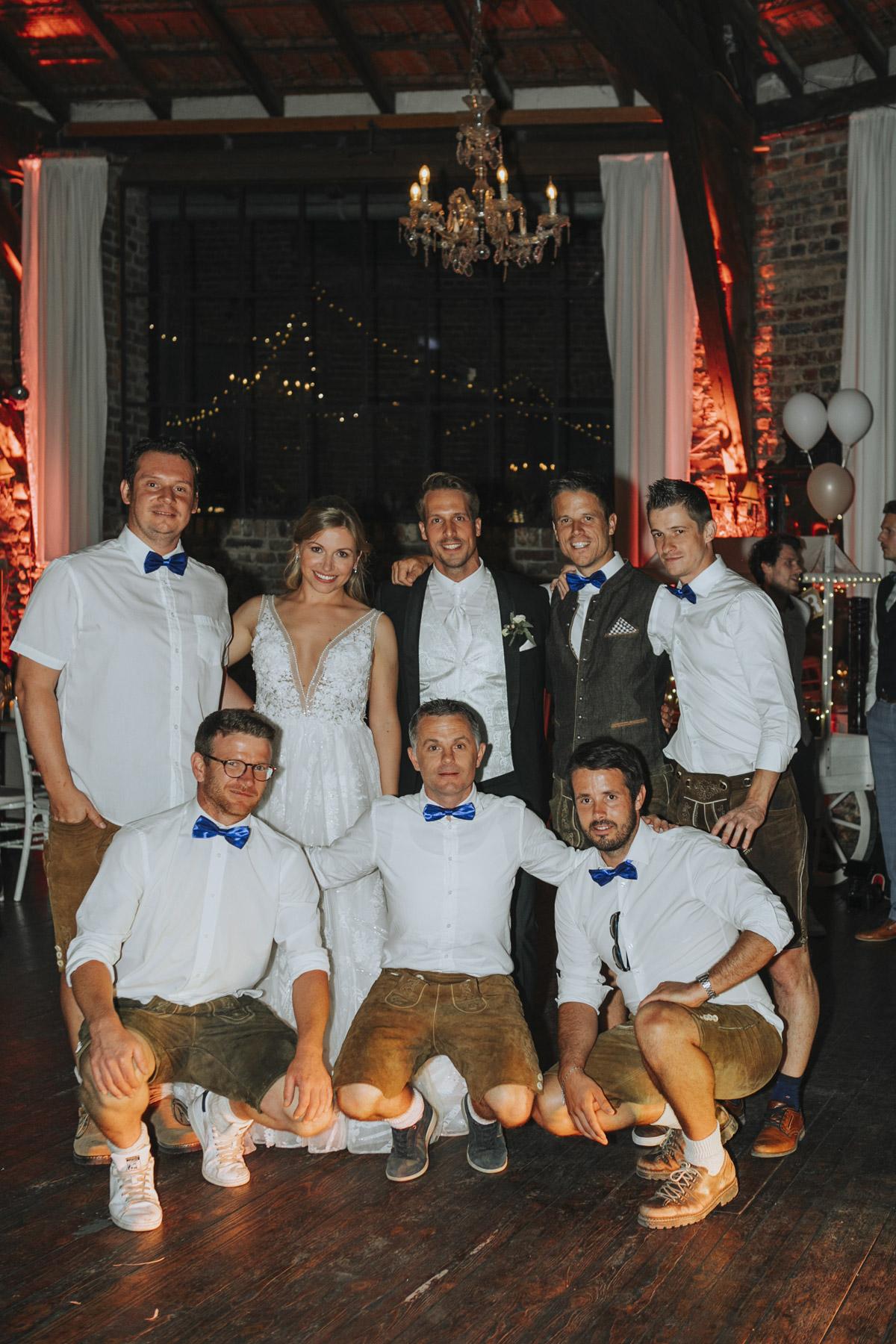 Anne und Sven | Hochzeit mit freier Trauung auf der Wasserburg Geretzhoven - Fotografin Guelten Hamidanoglu Fotografie Koeln AS 19 697