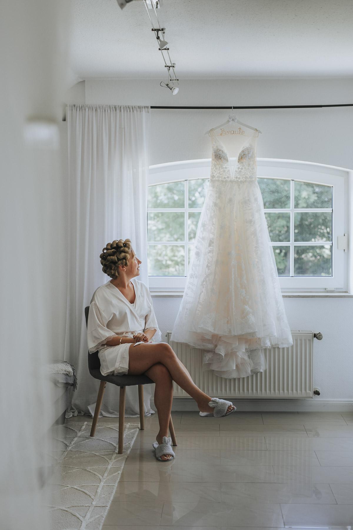 Anne und Sven | Hochzeit mit freier Trauung auf der Wasserburg Geretzhoven - Fotografin Guelten Hamidanoglu Fotografie Koeln AS 19 7