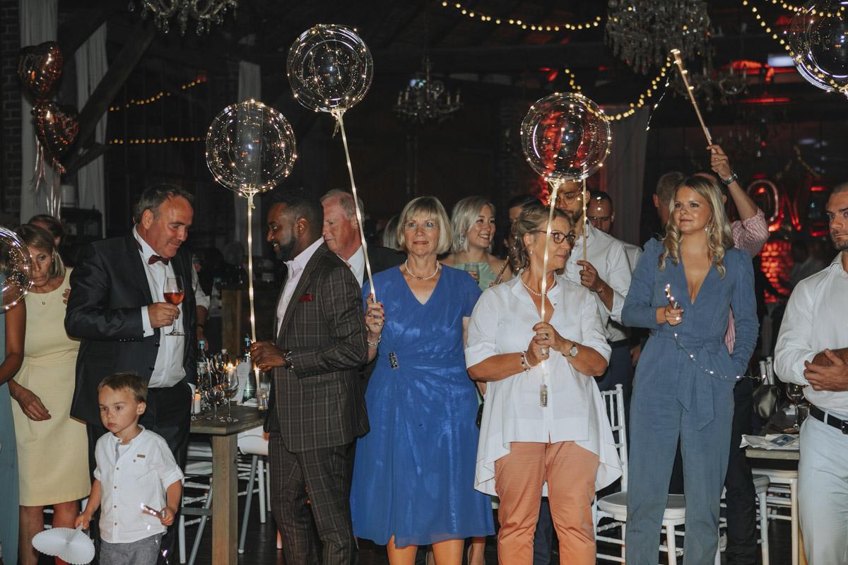 Anne und Sven | Hochzeit mit freier Trauung auf der Wasserburg Geretzhoven - Fotografin Guelten Hamidanoglu Fotografie Koeln AS 19 702