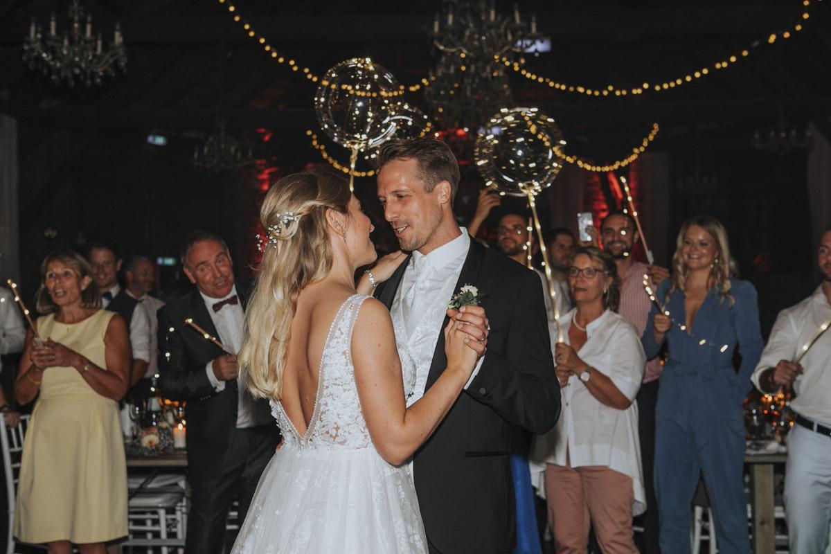 Anne und Sven | Hochzeit mit freier Trauung auf der Wasserburg Geretzhoven - Fotografin Guelten Hamidanoglu Fotografie Koeln AS 19 706