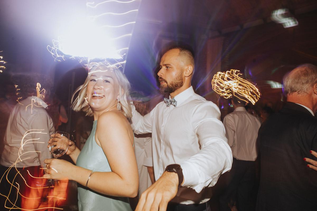 Anne und Sven | Hochzeit mit freier Trauung auf der Wasserburg Geretzhoven - Fotografin Guelten Hamidanoglu Fotografie Koeln AS 19 714
