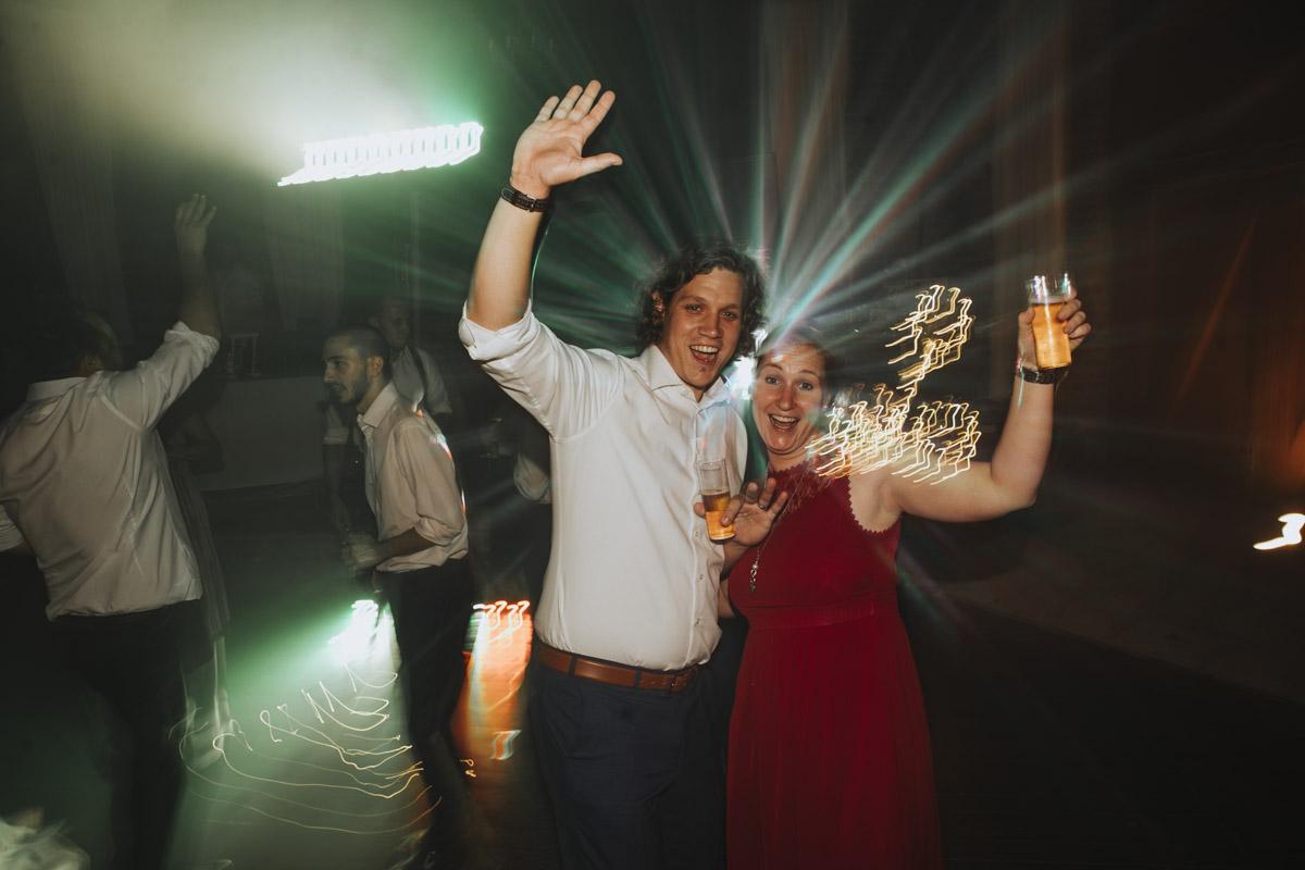 Anne und Sven | Hochzeit mit freier Trauung auf der Wasserburg Geretzhoven - Fotografin Guelten Hamidanoglu Fotografie Koeln AS 19 737