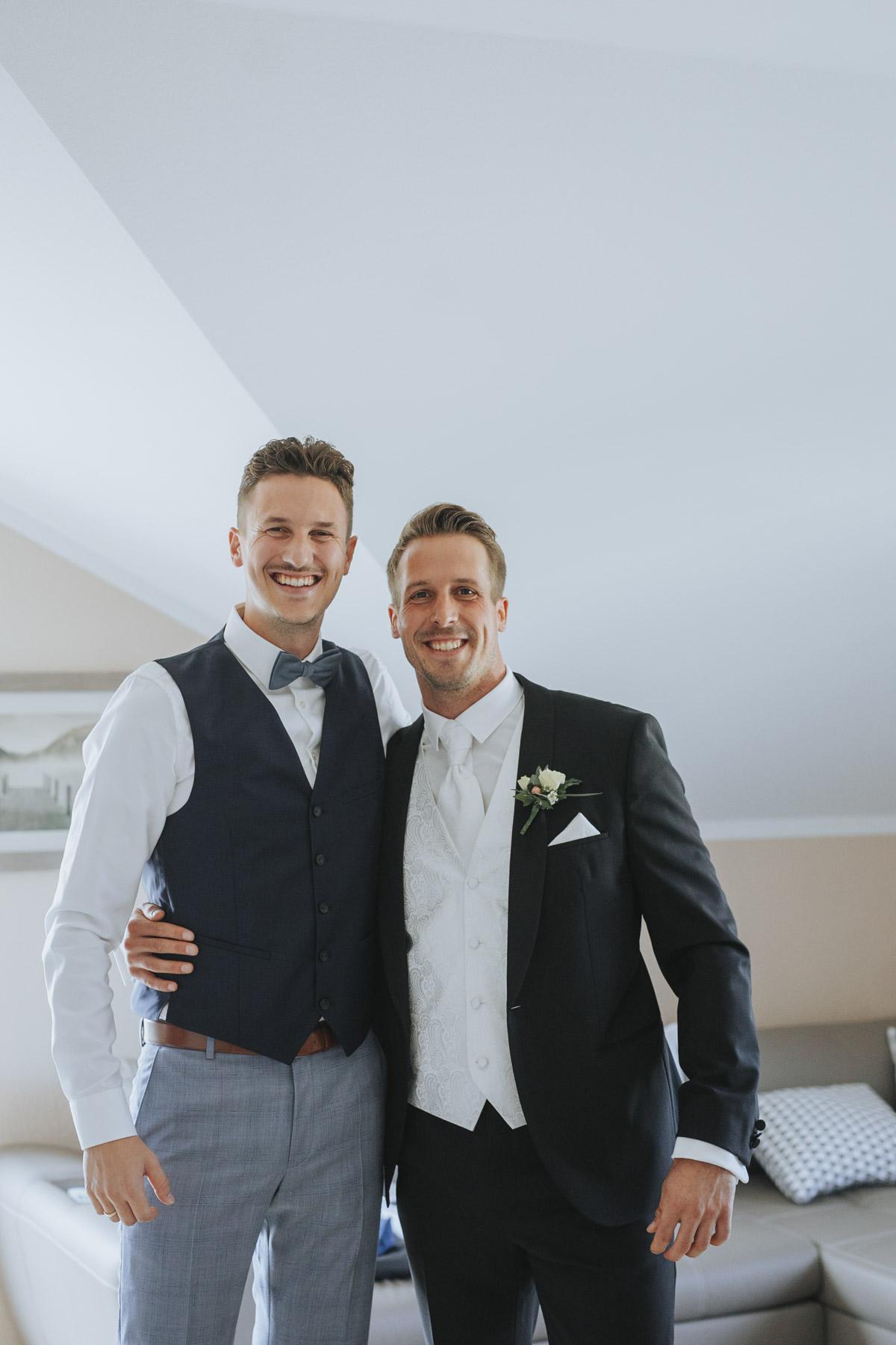Anne und Sven | Hochzeit mit freier Trauung auf der Wasserburg Geretzhoven - Fotografin Guelten Hamidanoglu Fotografie Koeln AS 19 74
