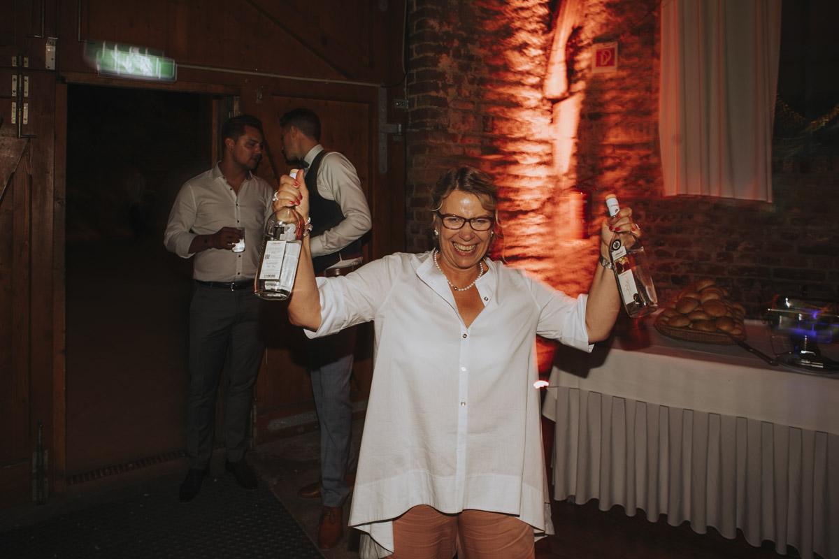 Anne und Sven | Hochzeit mit freier Trauung auf der Wasserburg Geretzhoven - Fotografin Guelten Hamidanoglu Fotografie Koeln AS 19 755