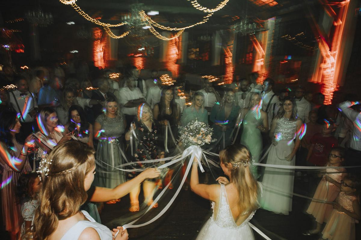 Anne und Sven | Hochzeit mit freier Trauung auf der Wasserburg Geretzhoven - Fotografin Guelten Hamidanoglu Fotografie Koeln AS 19 767