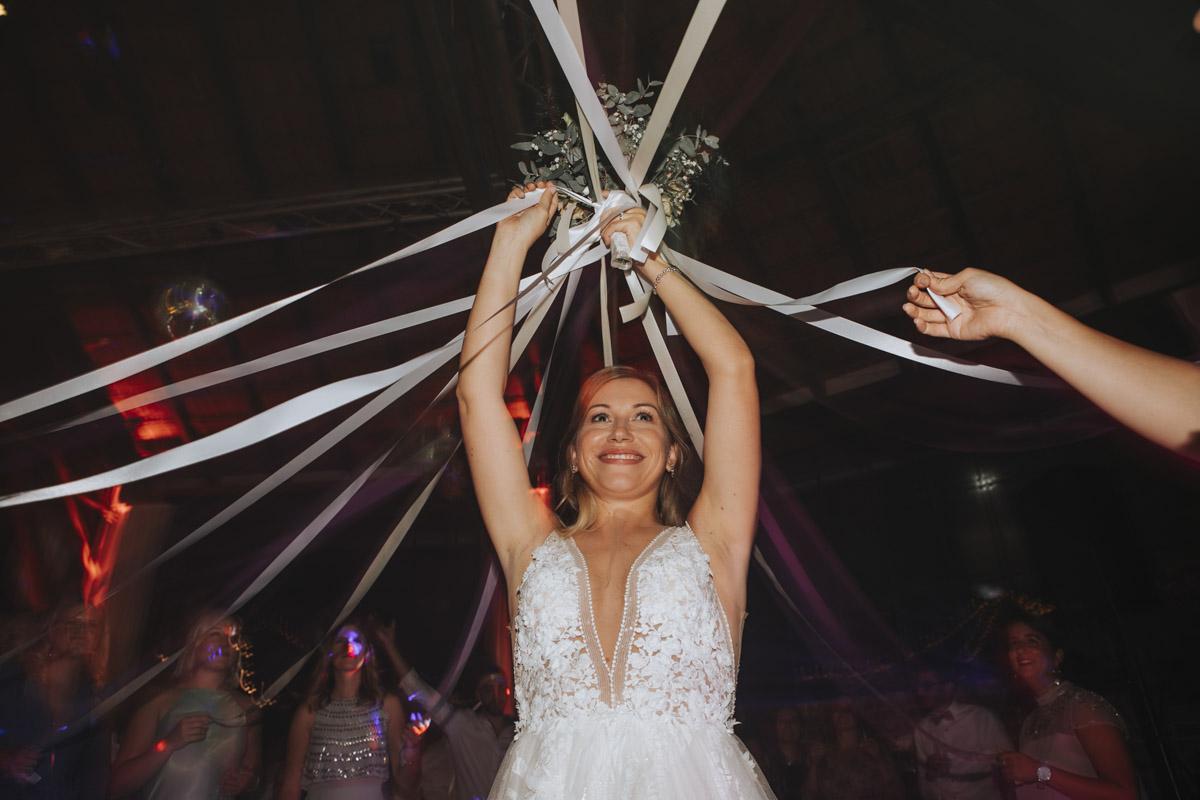 Anne und Sven | Hochzeit mit freier Trauung auf der Wasserburg Geretzhoven - Fotografin Guelten Hamidanoglu Fotografie Koeln AS 19 769