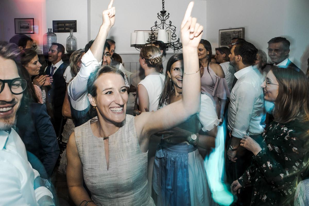 Barbara und Thorsten | Hochzeit am Starnenberger See - Fotografin Guelten Hamidanoglu Fotografie Koeln BT 19 1083