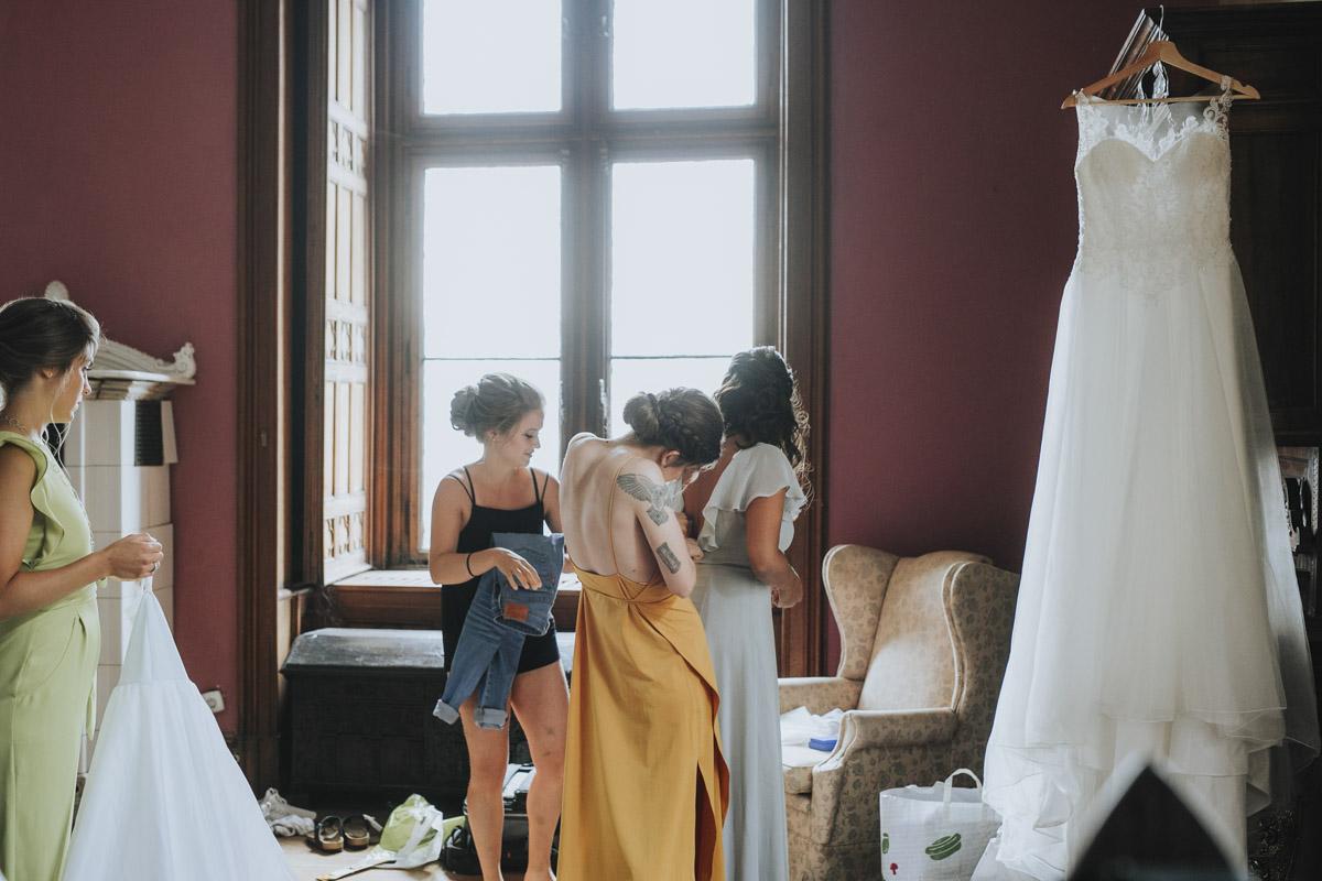 Fanny und Max | Hochzeit feiern auf Schloß Arenfels - Fotografin Guelten Hamidanoglu Fotografie Koeln FM 19 120