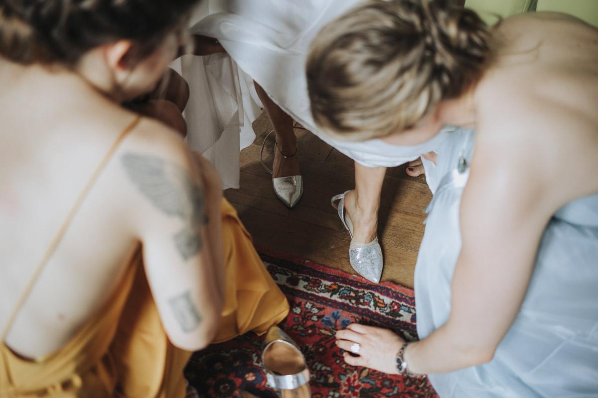 Fanny und Max | Hochzeit feiern auf Schloß Arenfels - Fotografin Guelten Hamidanoglu Fotografie Koeln FM 19 124