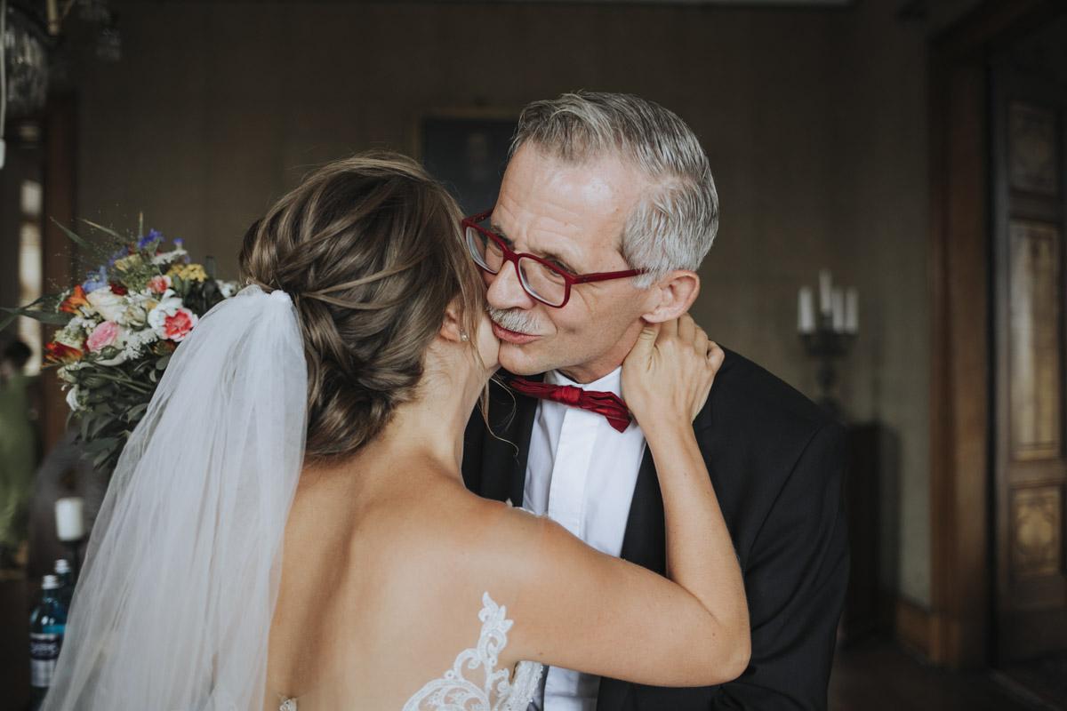 Fanny und Max | Hochzeit feiern auf Schloß Arenfels - Fotografin Guelten Hamidanoglu Fotografie Koeln FM 19 157