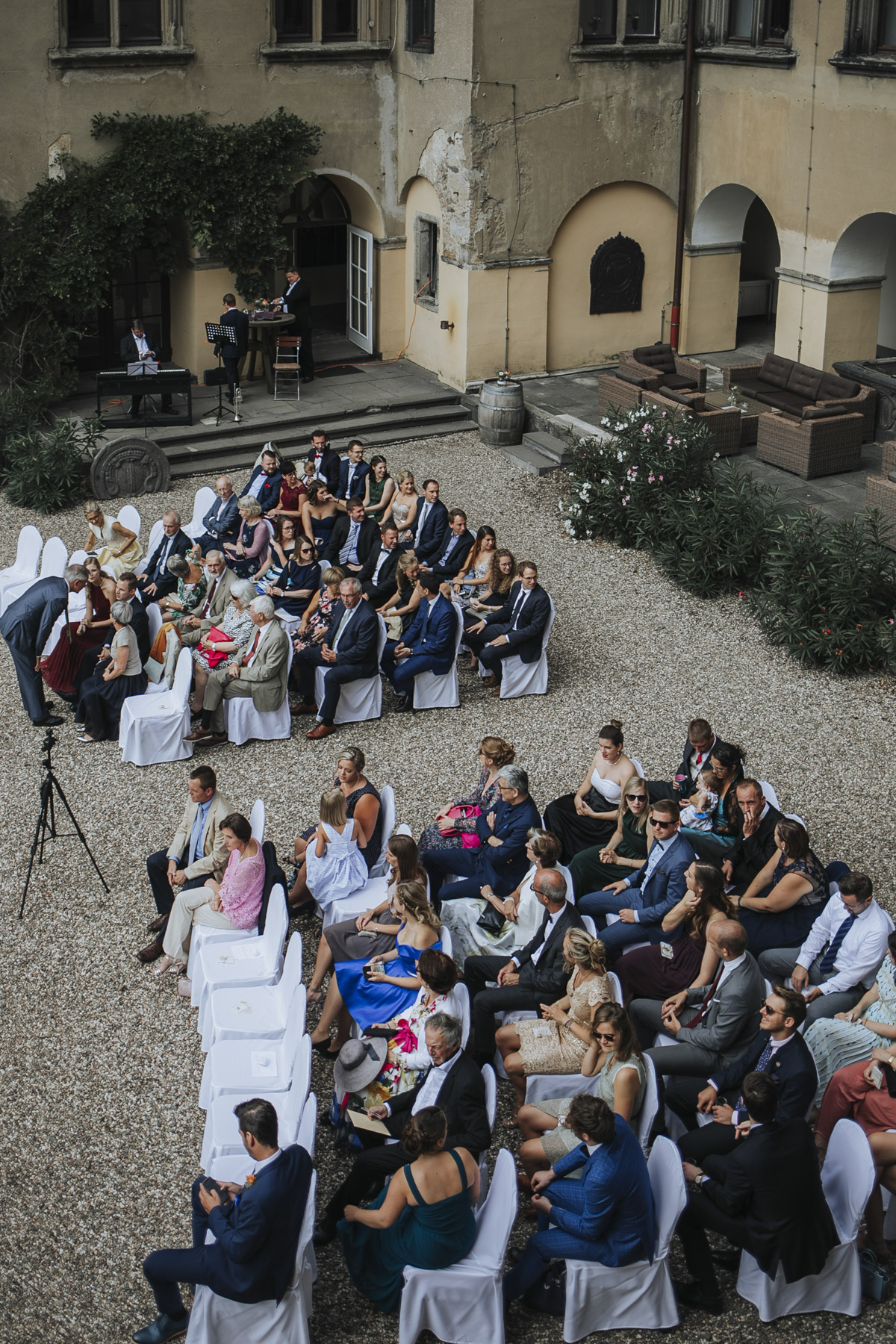 Fanny und Max | Hochzeit feiern auf Schloß Arenfels - Fotografin Guelten Hamidanoglu Fotografie Koeln FM 19 162