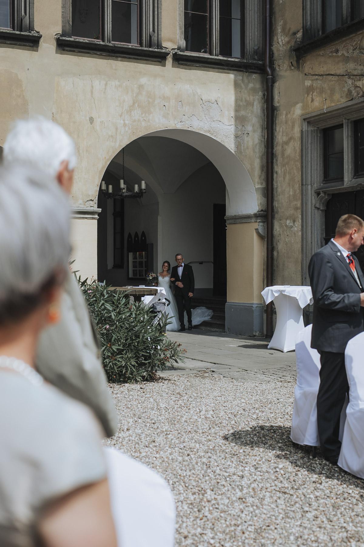 Fanny und Max | Hochzeit feiern auf Schloß Arenfels - Fotografin Guelten Hamidanoglu Fotografie Koeln FM 19 174