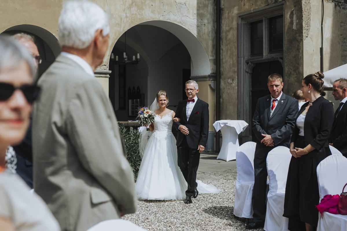 Fanny und Max | Hochzeit feiern auf Schloß Arenfels - Fotografin Guelten Hamidanoglu Fotografie Koeln FM 19 176