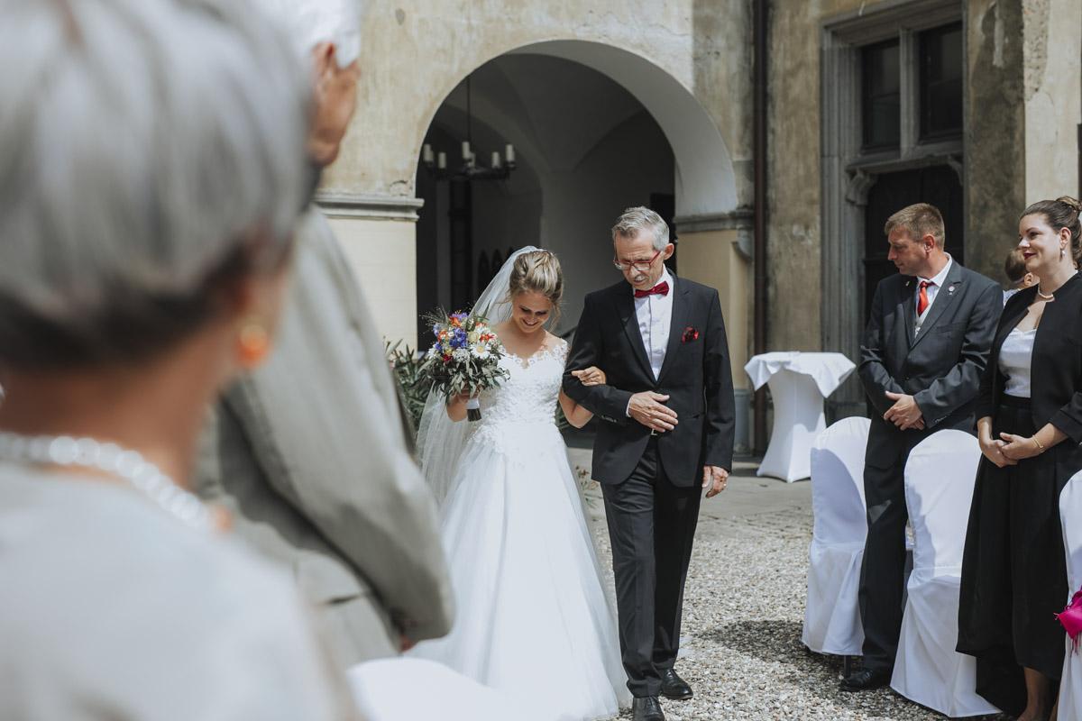 Fanny und Max | Hochzeit feiern auf Schloß Arenfels - Fotografin Guelten Hamidanoglu Fotografie Koeln FM 19 179