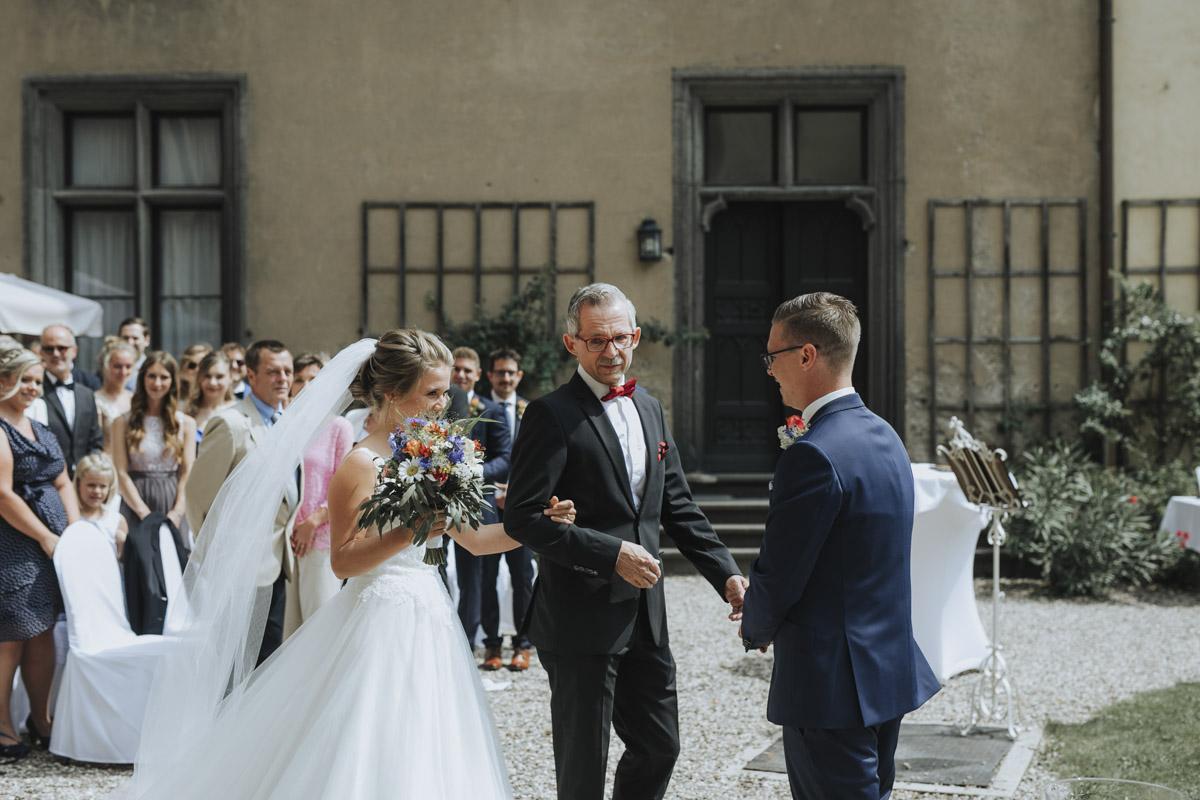 Fanny und Max | Hochzeit feiern auf Schloß Arenfels - Fotografin Guelten Hamidanoglu Fotografie Koeln FM 19 184