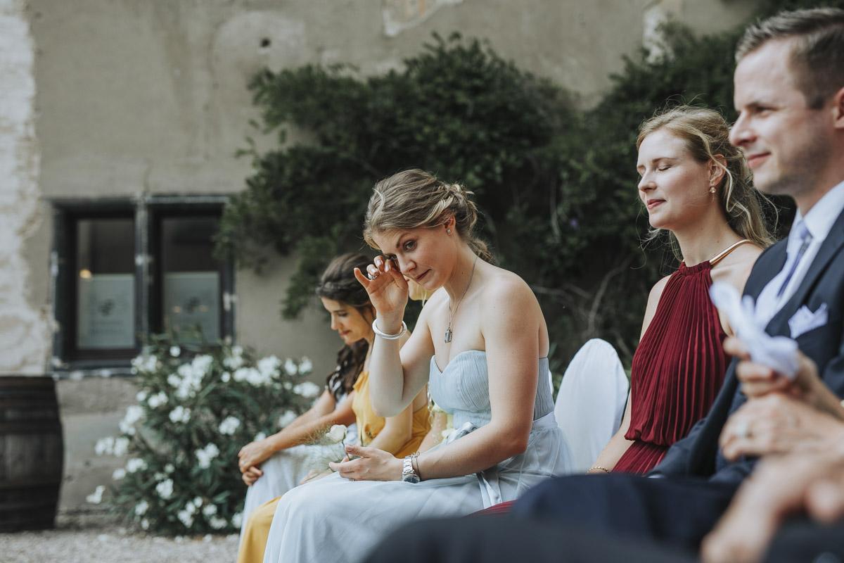 Fanny und Max | Hochzeit feiern auf Schloß Arenfels - Fotografin Guelten Hamidanoglu Fotografie Koeln FM 19 229