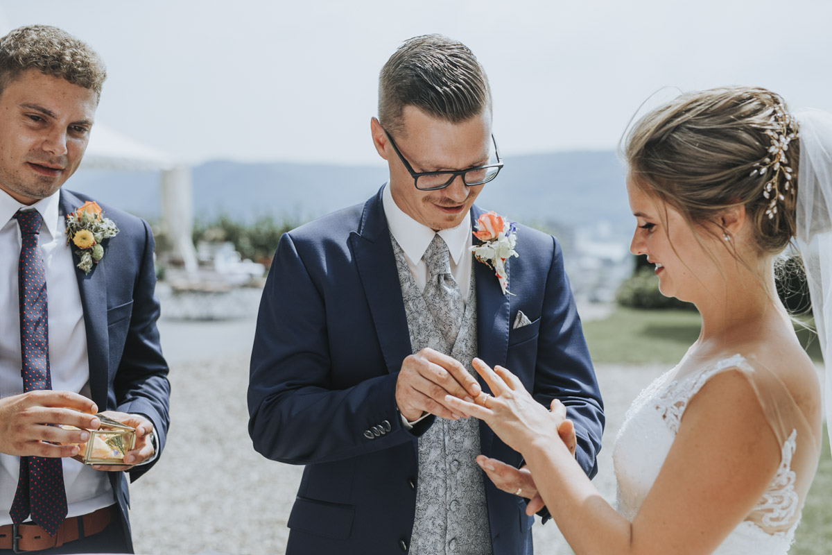 Fanny und Max | Hochzeit feiern auf Schloß Arenfels - Fotografin Guelten Hamidanoglu Fotografie Koeln FM 19 254