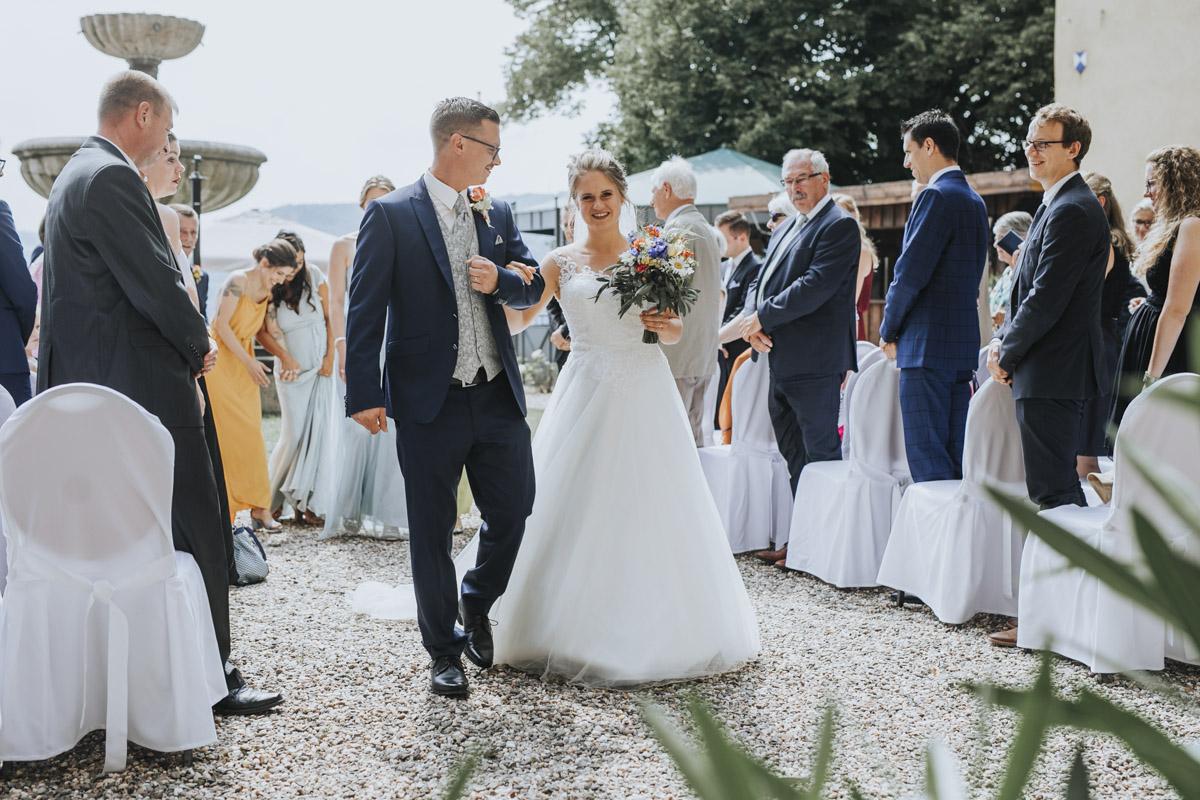 Fanny und Max | Hochzeit feiern auf Schloß Arenfels - Fotografin Guelten Hamidanoglu Fotografie Koeln FM 19 273