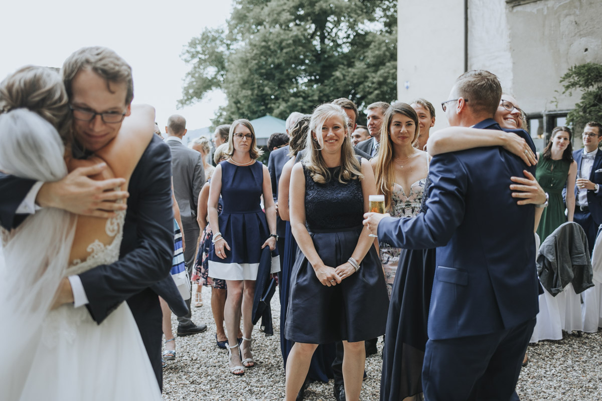 Fanny und Max | Hochzeit feiern auf Schloß Arenfels - Fotografin Guelten Hamidanoglu Fotografie Koeln FM 19 308