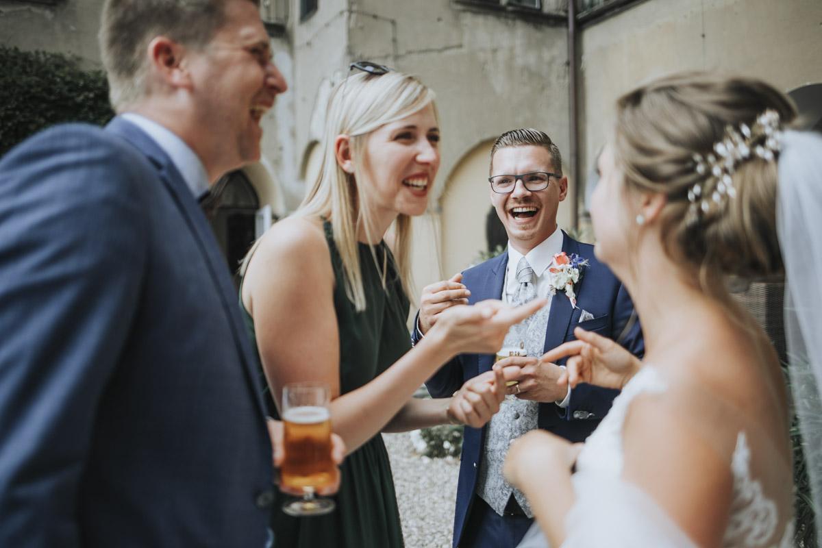 Fanny und Max | Hochzeit feiern auf Schloß Arenfels - Fotografin Guelten Hamidanoglu Fotografie Koeln FM 19 315