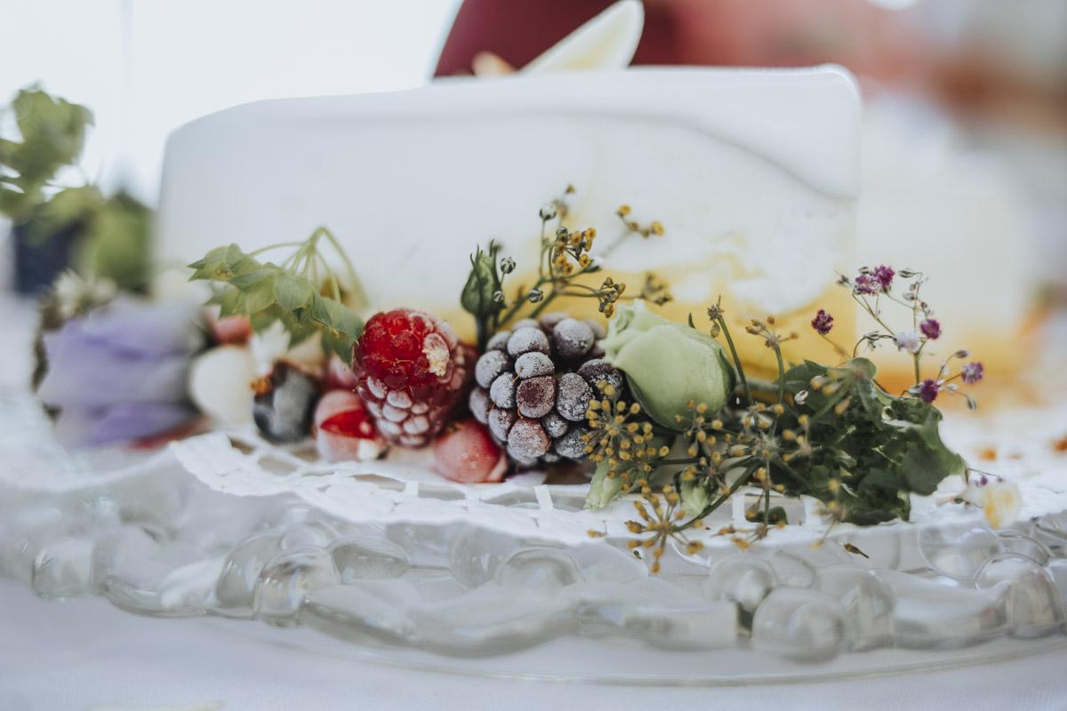 Fanny und Max | Hochzeit feiern auf Schloß Arenfels - Fotografin Guelten Hamidanoglu Fotografie Koeln FM 19 381