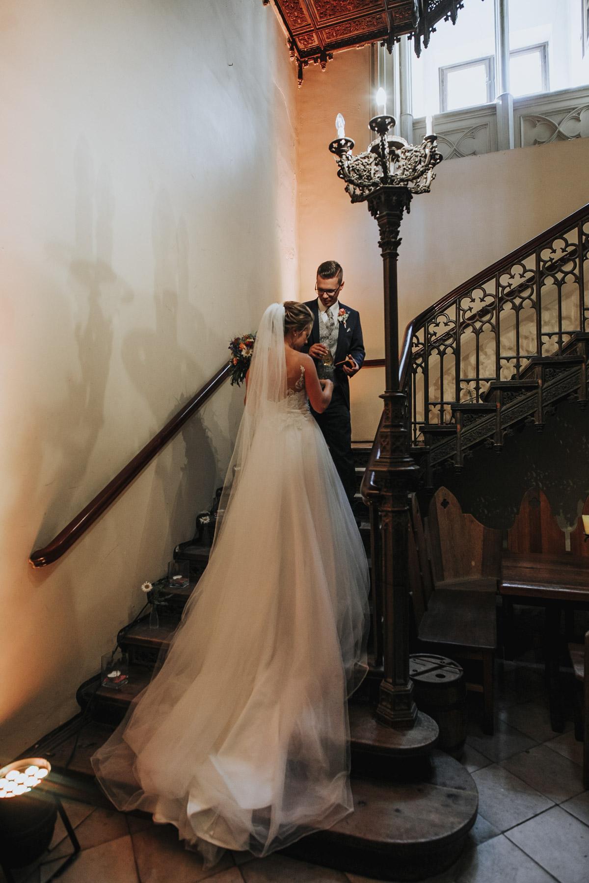 Fanny und Max | Hochzeit feiern auf Schloß Arenfels - Fotografin Guelten Hamidanoglu Fotografie Koeln FM 19 389