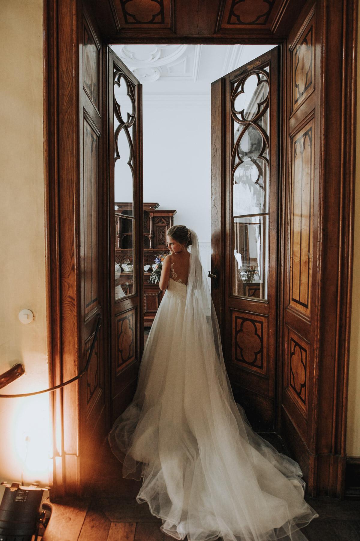 Fanny und Max | Hochzeit feiern auf Schloß Arenfels - Fotografin Guelten Hamidanoglu Fotografie Koeln FM 19 394
