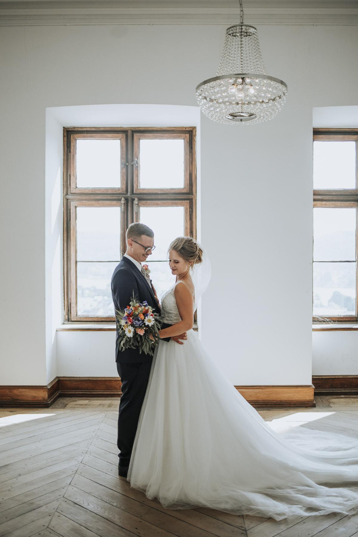 Fanny und Max | Hochzeit feiern auf Schloß Arenfels - Fotografin Guelten Hamidanoglu Fotografie Koeln FM 19 408