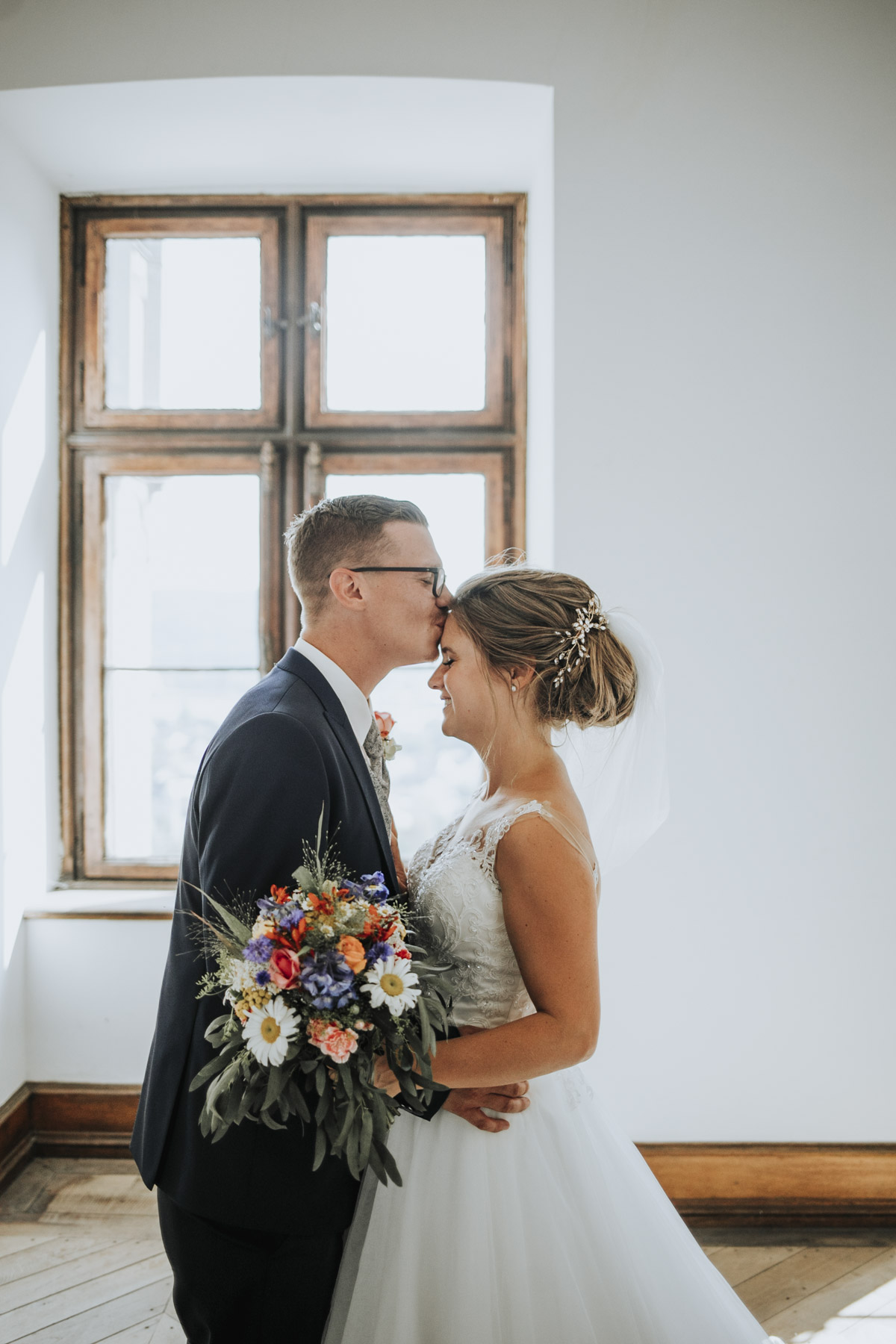Fanny und Max | Hochzeit feiern auf Schloß Arenfels - Fotografin Guelten Hamidanoglu Fotografie Koeln FM 19 411