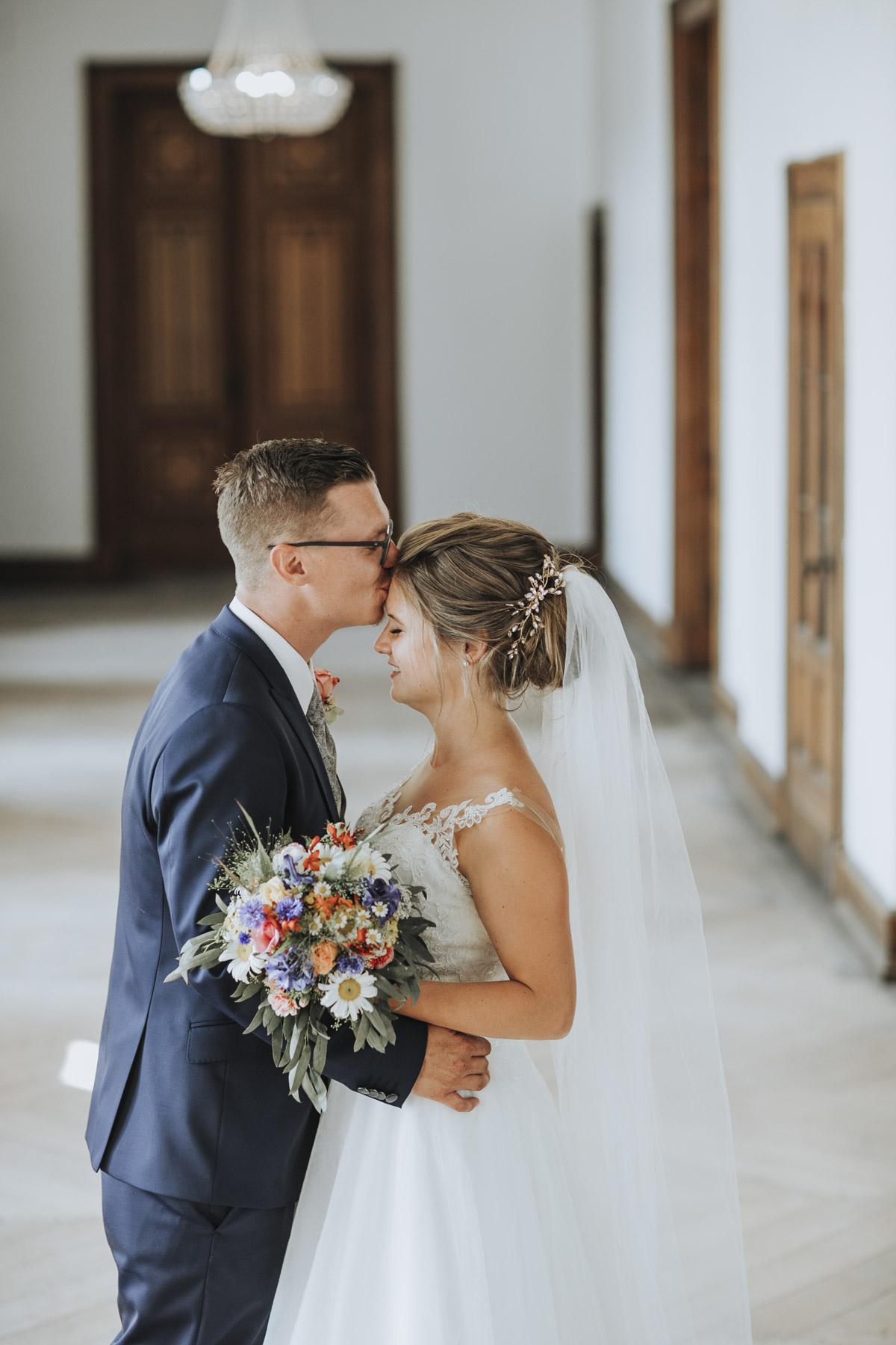 Fanny und Max | Hochzeit feiern auf Schloß Arenfels - Fotografin Guelten Hamidanoglu Fotografie Koeln FM 19 418