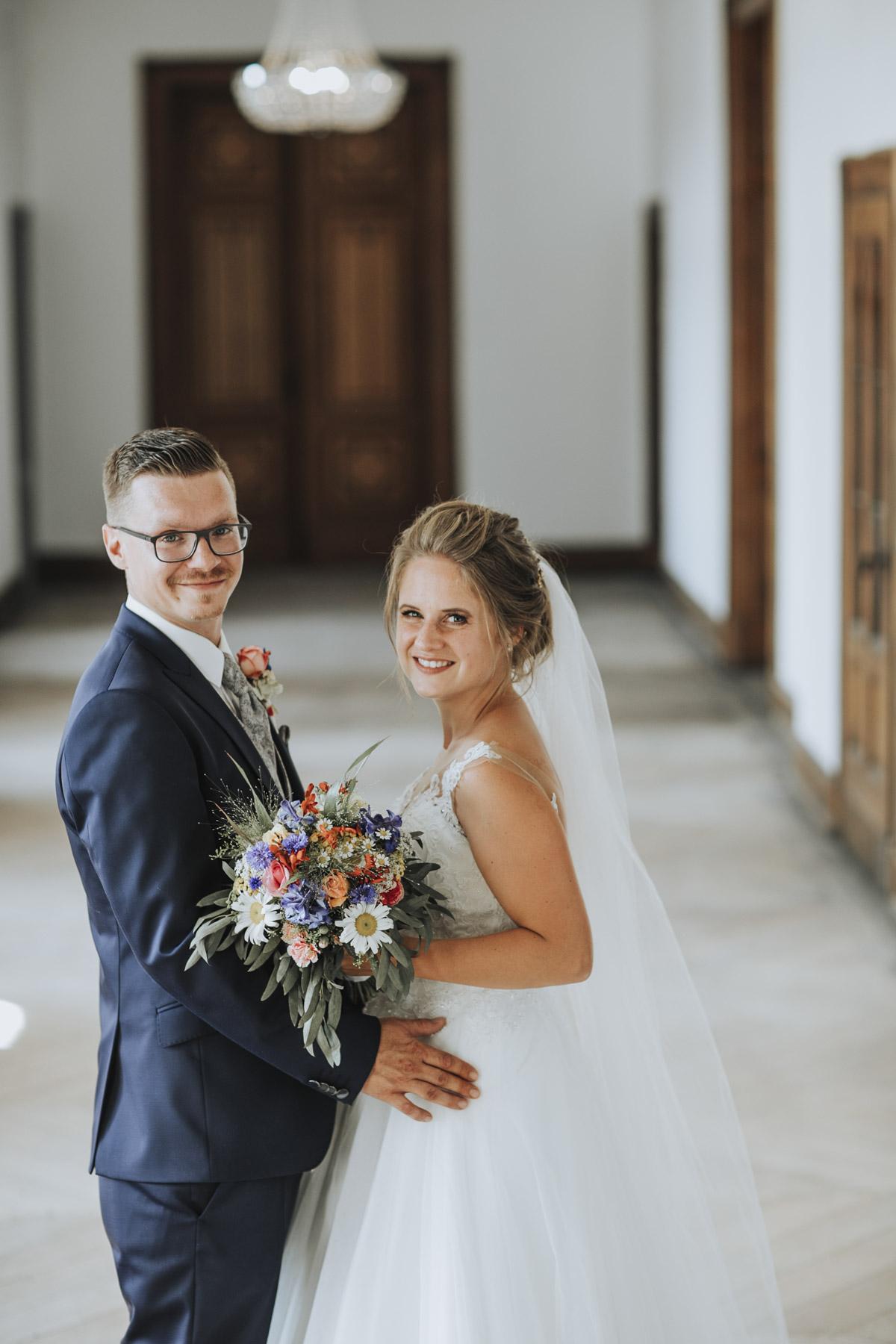 Fanny und Max | Hochzeit feiern auf Schloß Arenfels - Fotografin Guelten Hamidanoglu Fotografie Koeln FM 19 419