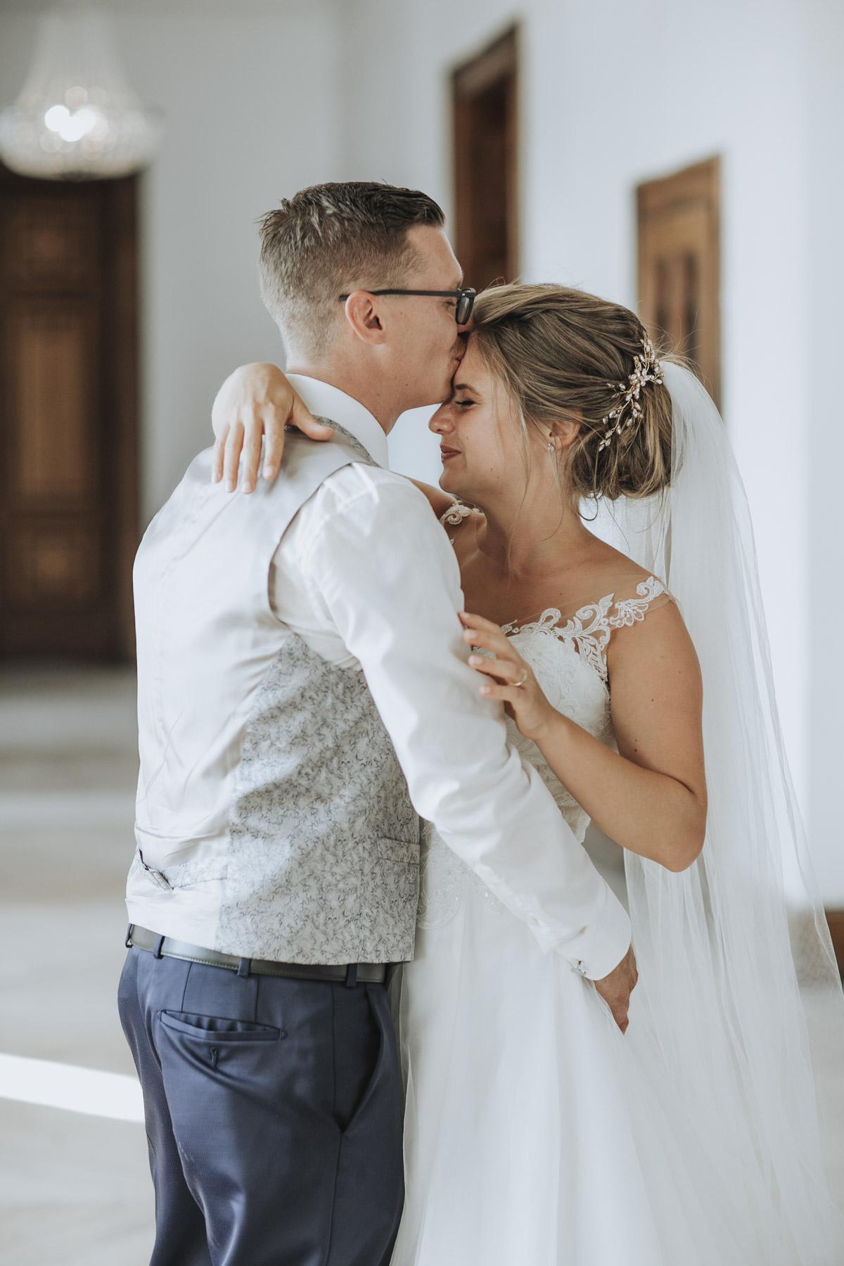 Fanny und Max | Hochzeit feiern auf Schloß Arenfels - Fotografin Guelten Hamidanoglu Fotografie Koeln FM 19 428