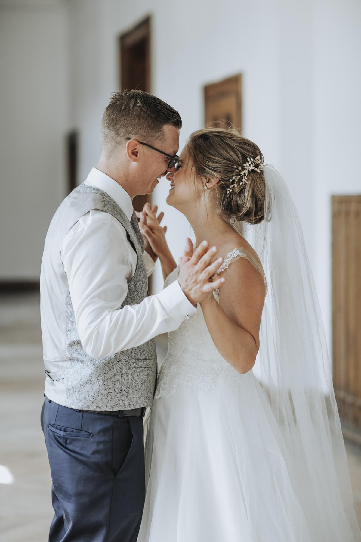 Fanny und Max | Hochzeit feiern auf Schloß Arenfels - Fotografin Guelten Hamidanoglu Fotografie Koeln FM 19 430