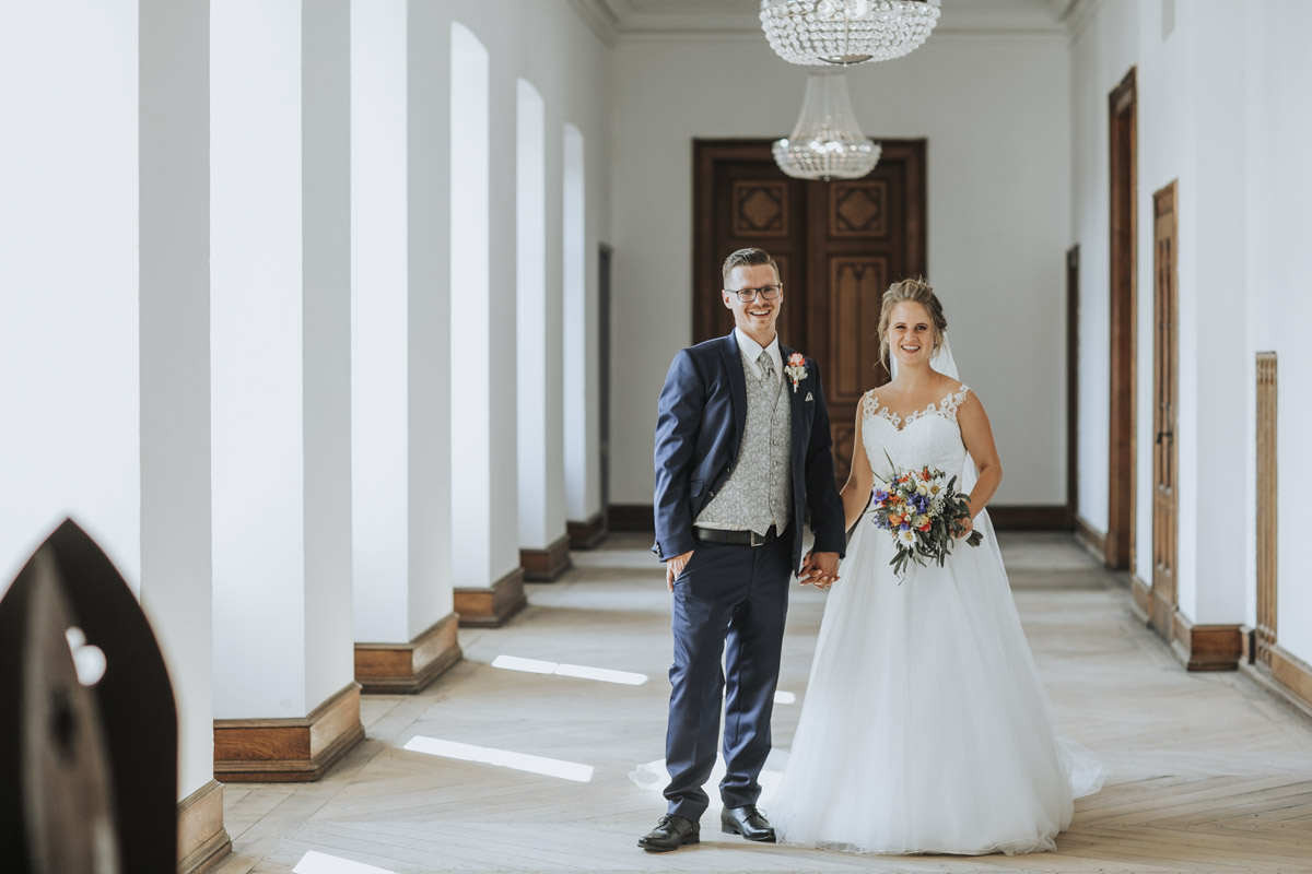 Fanny und Max | Hochzeit feiern auf Schloß Arenfels - Fotografin Guelten Hamidanoglu Fotografie Koeln FM 19 432