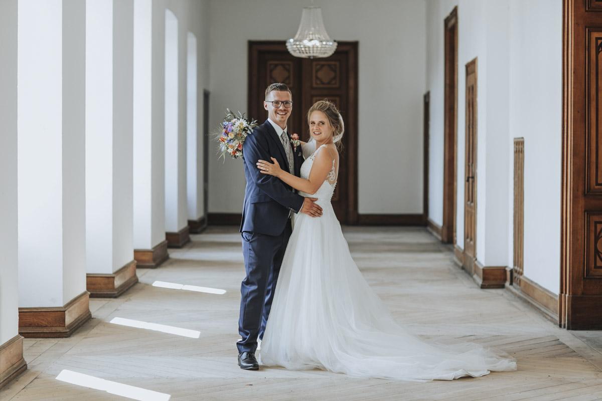 Fanny und Max | Hochzeit feiern auf Schloß Arenfels - Fotografin Guelten Hamidanoglu Fotografie Koeln FM 19 448
