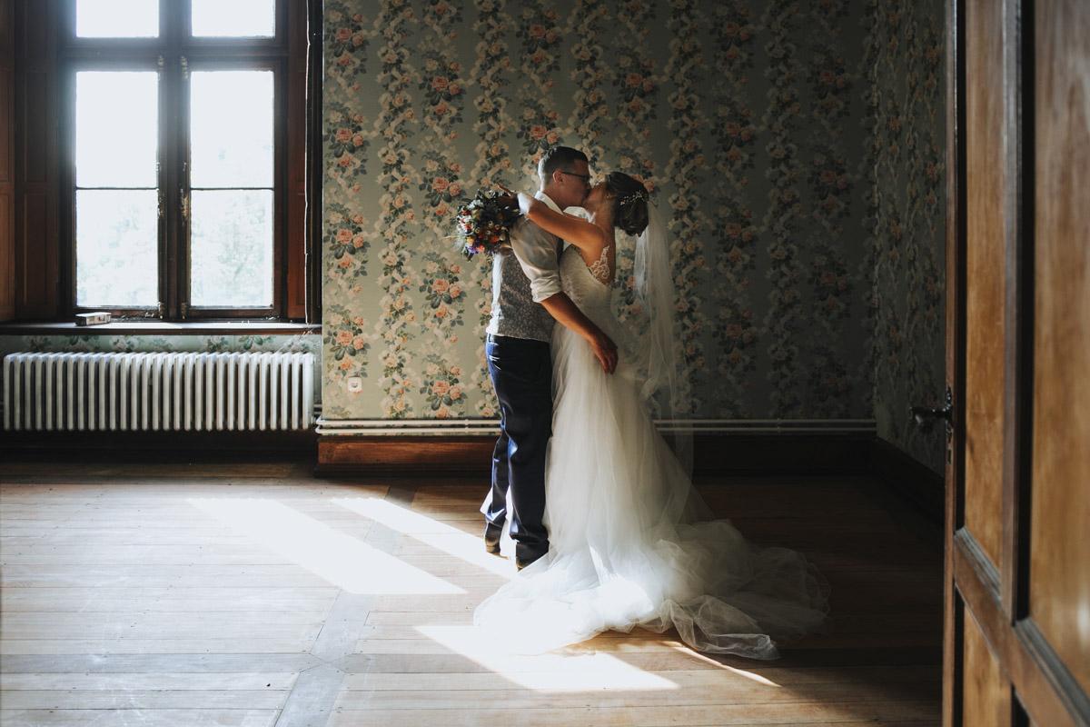 Fanny und Max | Hochzeit feiern auf Schloß Arenfels - Fotografin Guelten Hamidanoglu Fotografie Koeln FM 19 466