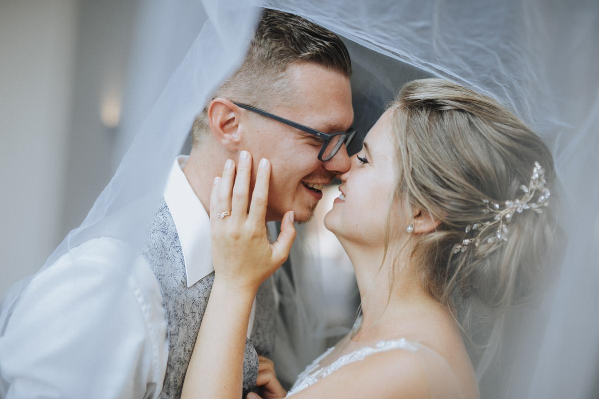 Fanny und Max | Hochzeit feiern auf Schloß Arenfels - Fotografin Guelten Hamidanoglu Fotografie Koeln FM 19 489